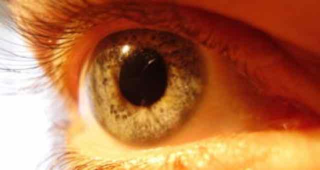 olho com hepatite