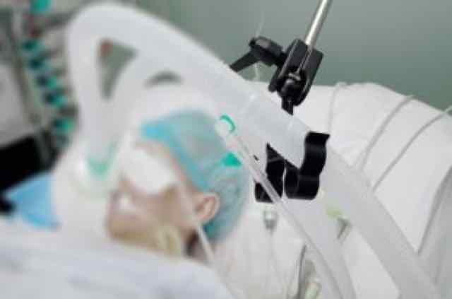 paciente intubado na UTI