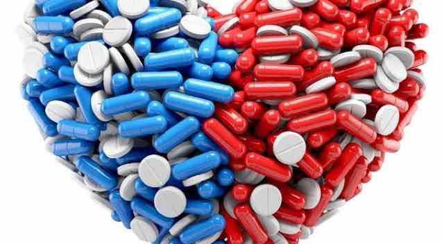 coracao feito de varias pilulas e capsulas