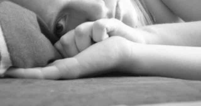 menina deprimida