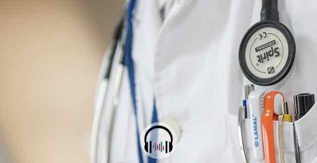 jaleco e estetoscopio medico