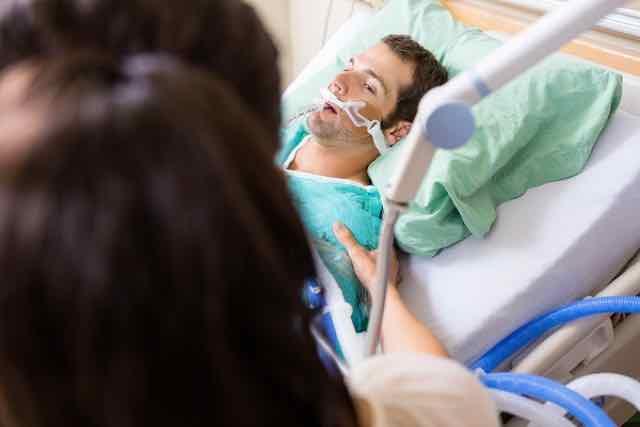 paciente em ventilação mecânica no hospital