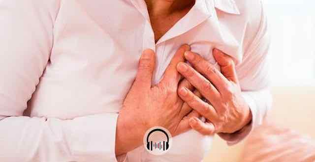 mulher sofrendo um infarto