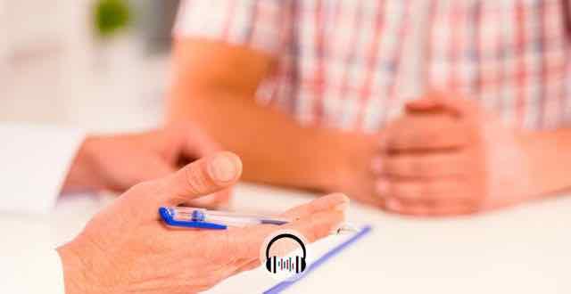 paciente masculino em consulta com seu medico