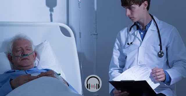 medico em consulta com paciente terminal