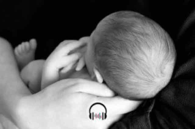 recem nascido nos braços do pai