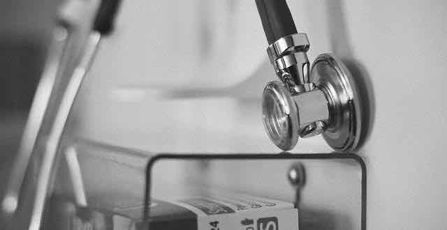 estetoscópio pendurado