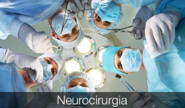 cirurgiões em sala de operação