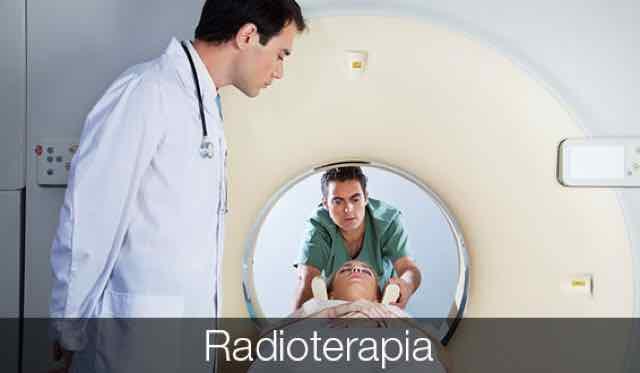 medico observando paciente em ressonancia magnetica