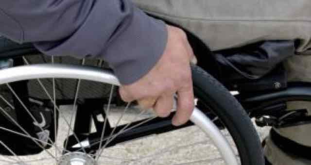 close de uma cadeira de rodas