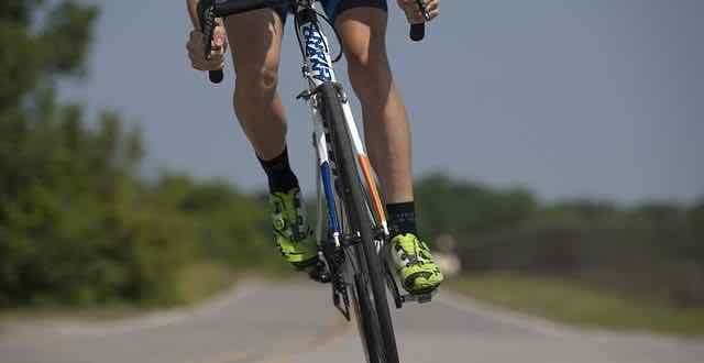 close de bicicleta de ciclista profissional