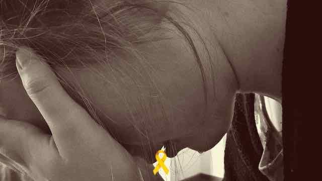 mulher triste e chorando em depressão