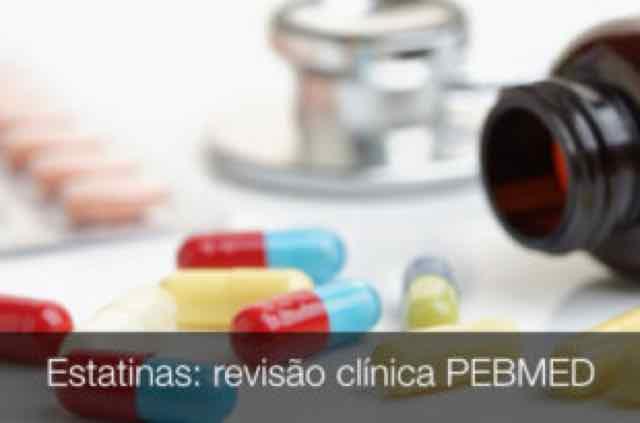 pilulas de estatinas e betabloqueadores em uma mesa