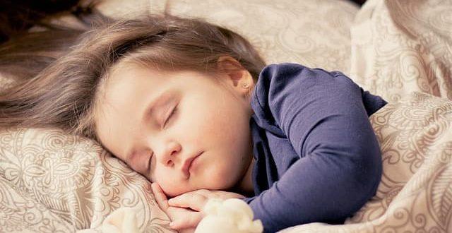 crianca dormindo
