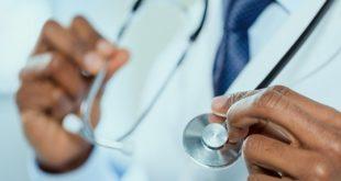 estetoscópio em foco de um médico tratando histoplasmose