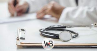 médico prescrevendo para criança com dermatite de fraldas
