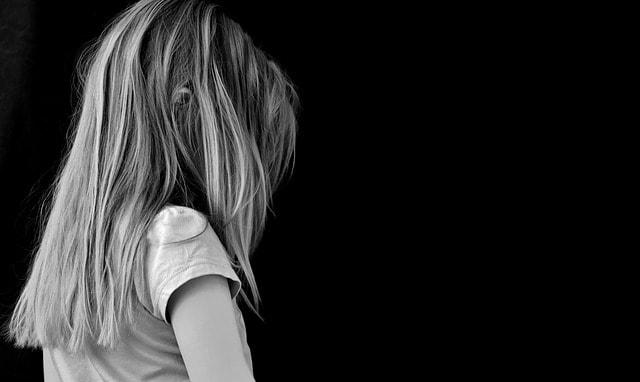 criança que sofreu abuso sexual na internet