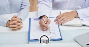 médico indicando cirurgia para paciente com doença de Crohn