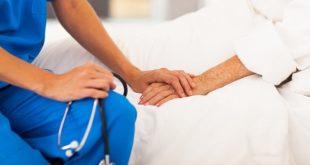 ação da enfermagem com paciente hospitalizado