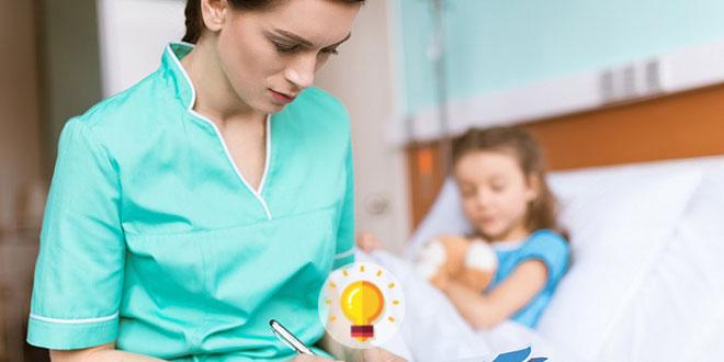enfermeira cuidando de paciente com tumor de wilms