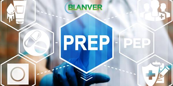 médico selecionando o prep em imagem digital sobre HIV