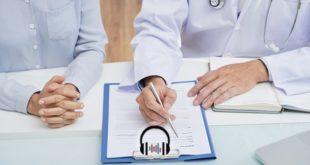 médico atendendo paciente e receitando testosterona