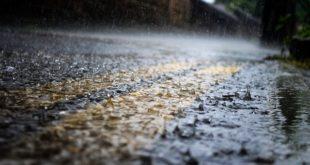 chuva caindo no asfalto, podendo provocar enchentes