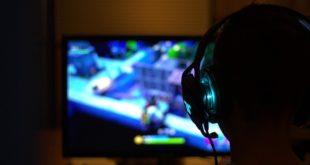 criança jogando e sofrendo distúrbio por vício em games