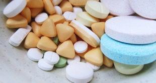 medicamentos variados, incluindo aspirina para profilaxia após próteses totais