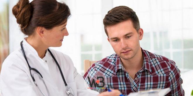 paciente recebendo orientações de médica sobre coronavírus