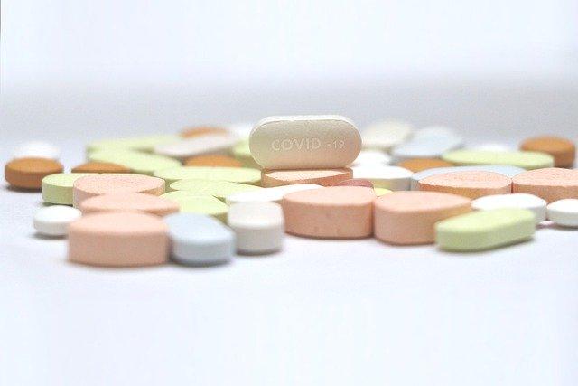 medicamentos variados incluindo remdesivir para covid-19