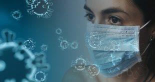 Mulher utilizando máscara de proteção para diminuir as chances de infecção da Covid-19