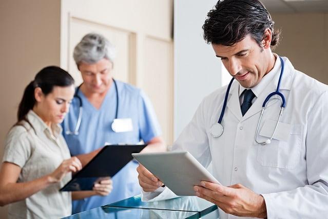 médicos usando whitebook