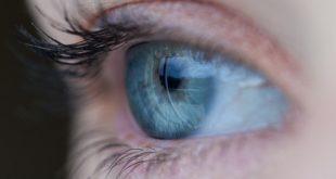 olho próximo de pessoa com covid-19