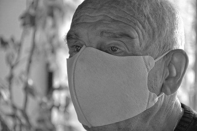 Paciente com doença de parkinson se preocupa com a pandemia de Covid-19