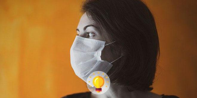 mulher com máscara, de perfil, com covid-19