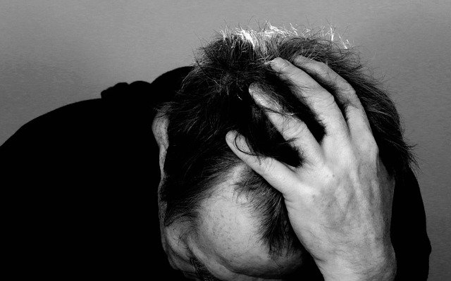 Homem com ideação suicida lamenta a situação gerada pela pandemia de Covid-19 e procura ajuda.