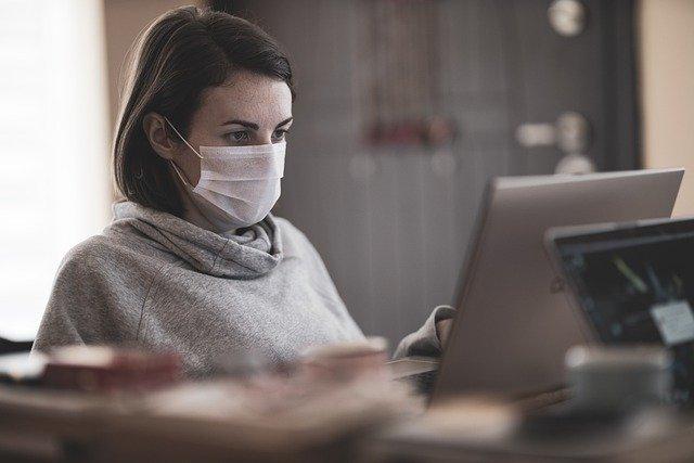 Paciente insere os seus dados em software disponibilizado pela Unicamp para o acompanhamento de atendidos durante a pandemia de Covid-19