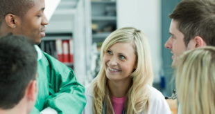 médicos conversando sobre mentoria médica