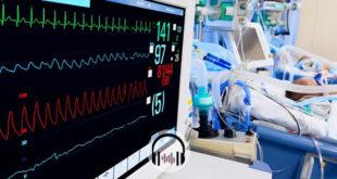 monitor de terapia intensiva com paciente covid-19