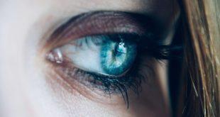 Olho de paciente esperando para ser atendido por oftalmologista durante a pandemia de Covid-19