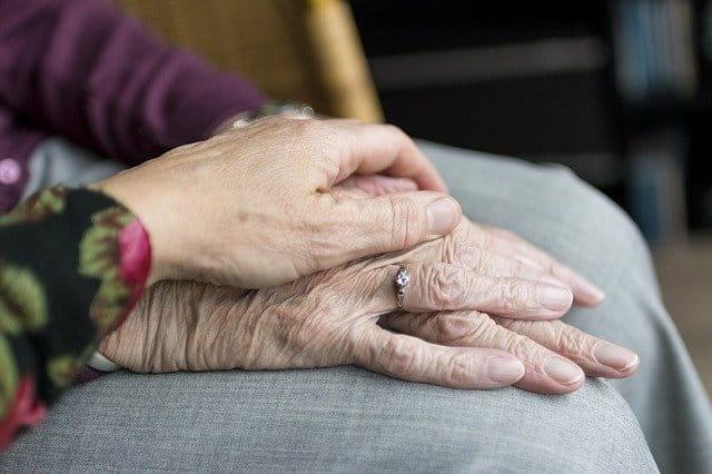 Parte da população idosa busca um pouco de companhia para evitar a solidão em época de isolamento social devido a pandemia de Covid-19