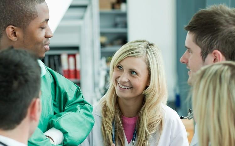 equipe de enfermeiros que usa o nursebook