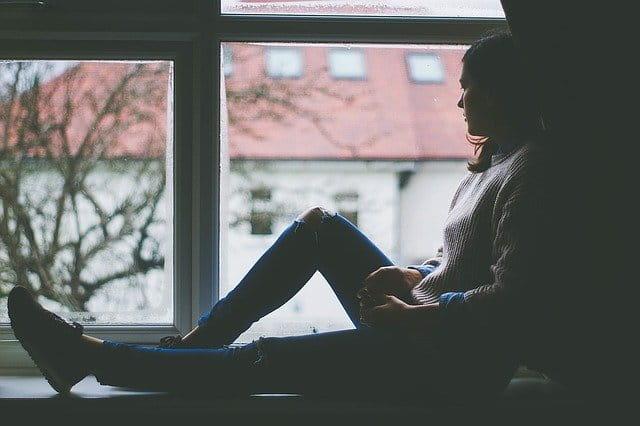 Pessoa com sintomas depressivos se preocupa com os riscos de desenvolver doença cardiovascular
