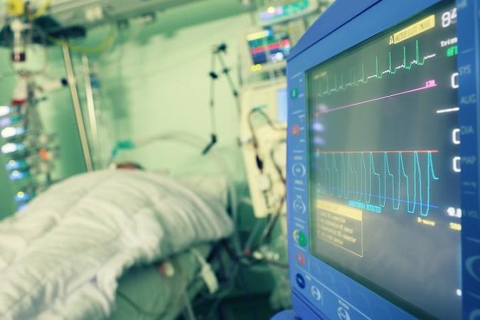 paciente internado com covid-19 recebendo anticoagulação