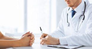 médico orientando paciente sobre obesidade e diabetes