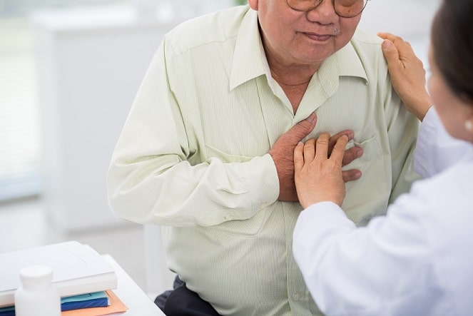 Paciente com infarto do miocárdio sendo avaliado
