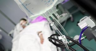 paciente internado, com administração de medicamentos em foco, de acordo com o whitebook