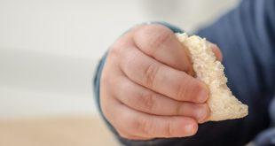 Crianças com doença do refluxo gatroesofágico consomem mais calorias e gorduras.