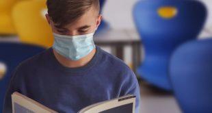 Adolescentes durante a pandemia de Covid-19 utilizam máscaras de acordo com as recomendações da OMS e UNICEF